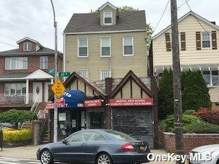 2 BR,  2.00 BTH  Colonial style home in Maspeth