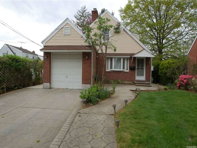 [New Hyde Park Real Estate, listing number 3183866]