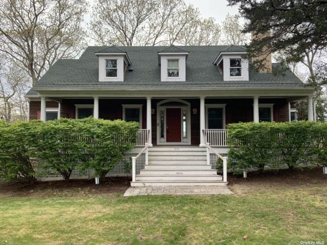 4 BR,  4.00 BTH  Colonial style home in Mattituck
