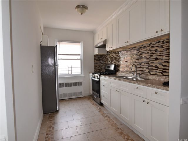 3 BR,  1.00 BTH  Apt in house style home in Jackson Heights