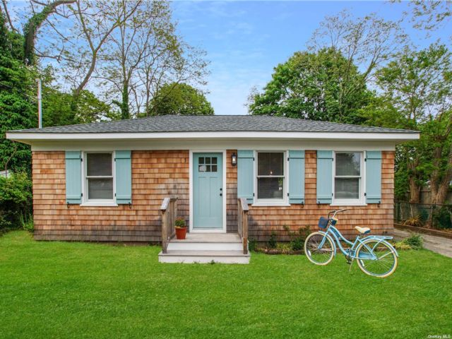 2 BR,  1.00 BTH  Cottage style home in East Quogue