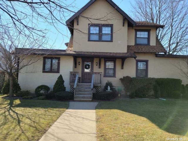 2 BR,  1.00 BTH Colonial style home in Baldwin