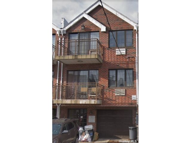 8 BR,  5.00 BTH Modern style home in East Elmhurst