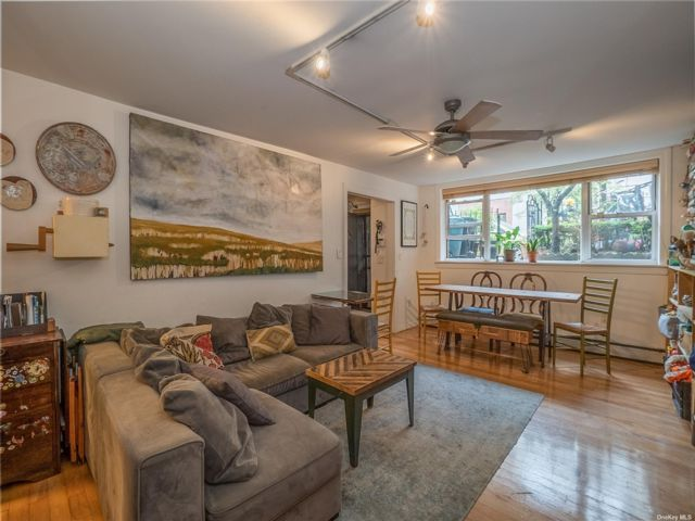 4 BR,  3.00 BTH Townhouse style home in Greenpoint