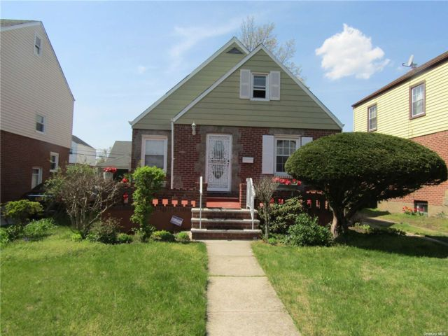 4 BR,  2.00 BTH Cape style home in Cambria Heights