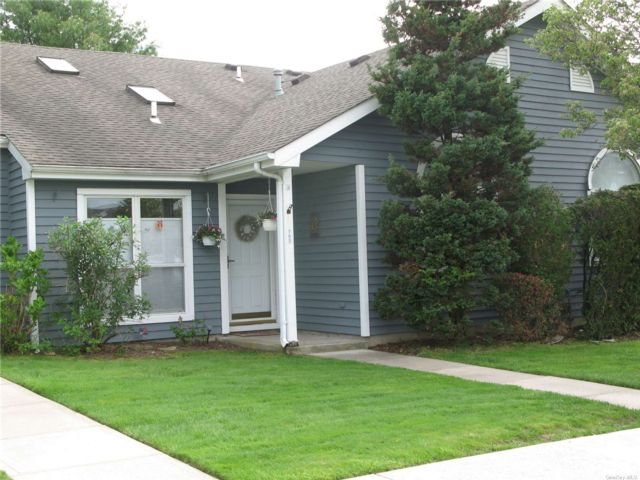 2 BR,  2.00 BTH Other style home in Middle Island