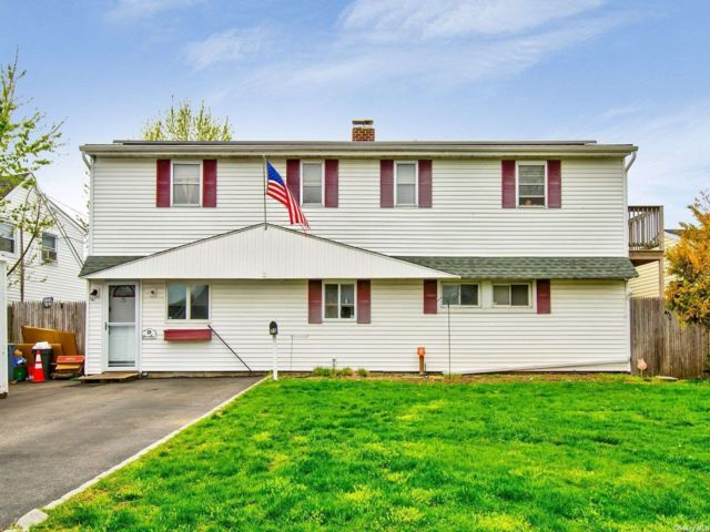 5 BR,  2.00 BTH Exp ranch style home in Levittown