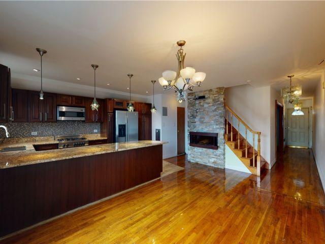 3 BR,  2.00 BTH Multi family style home in Canarsie