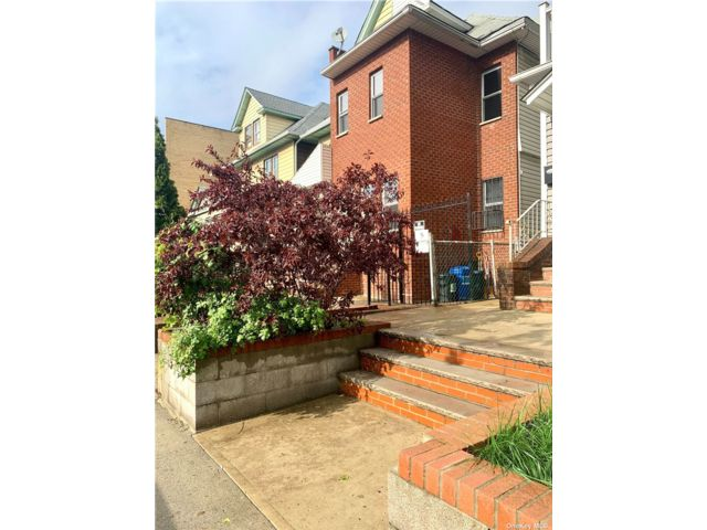 2 BR,  1.00 BTH Apt in house style home in Elmhurst