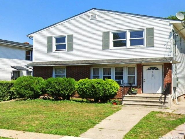 6 BR,  2.00 BTH 2 story style home in Hempstead