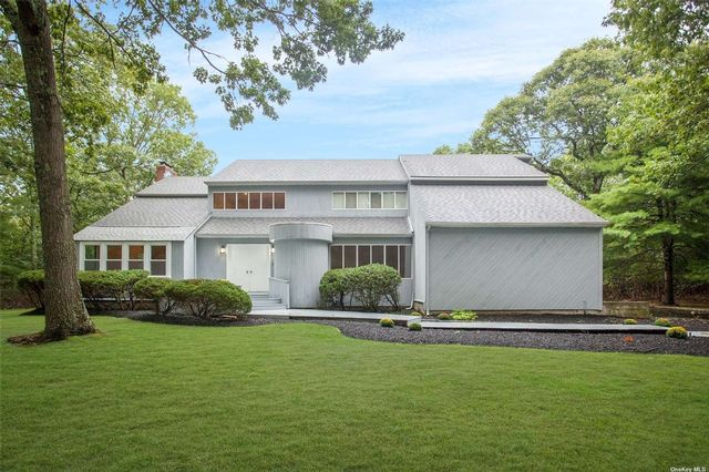 5 BR,  4.00 BTH Contemporary style home in Old Field