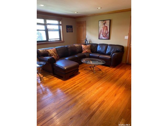 2 BR,  1.00 BTH  Other style home in Whitestone
