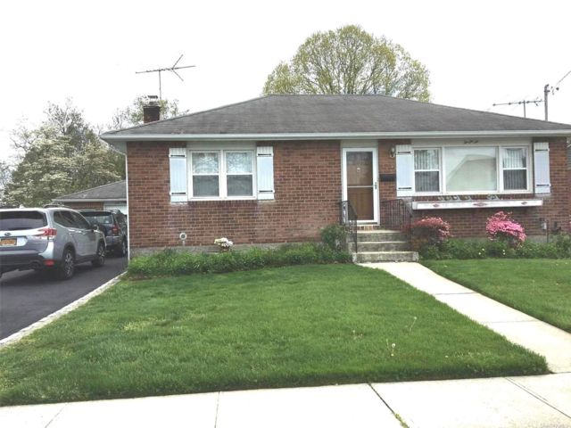 2 BR,  2.00 BTH Ranch style home in Massapequa