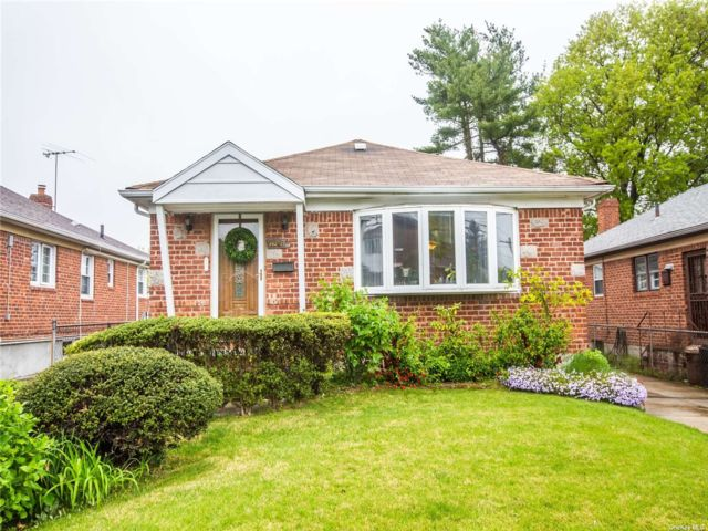 3 BR,  2.00 BTH Ranch style home in Little Neck