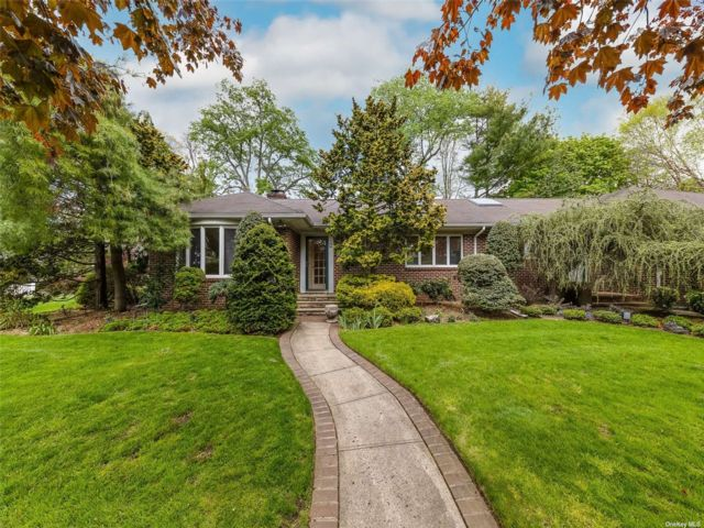4 BR,  3.00 BTH Ranch style home in Rockville Centre