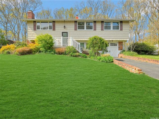 3 BR,  3.00 BTH Hi ranch style home in Port Jefferson Station