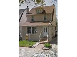 3 BR,  1.00 BTH Apt in house style home in Forest Hills