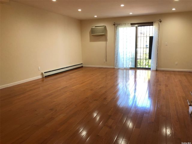 3 BR,  2.00 BTH  Apt in house style home in Middle Village