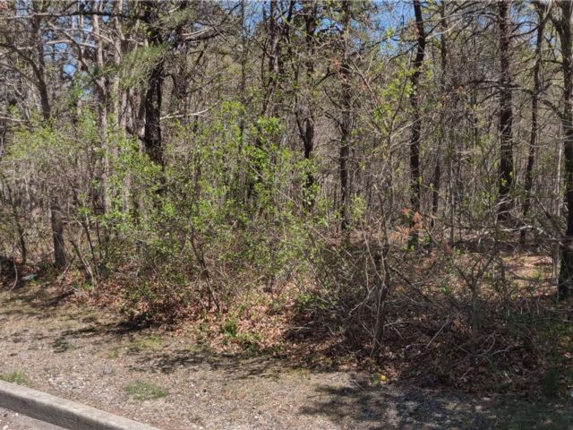 Lot <b>Size:</b> 100x100 Land style home in East Patchogue