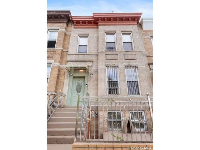 5 BR,  3.00 BTH Trilevel style home in Sunset Park