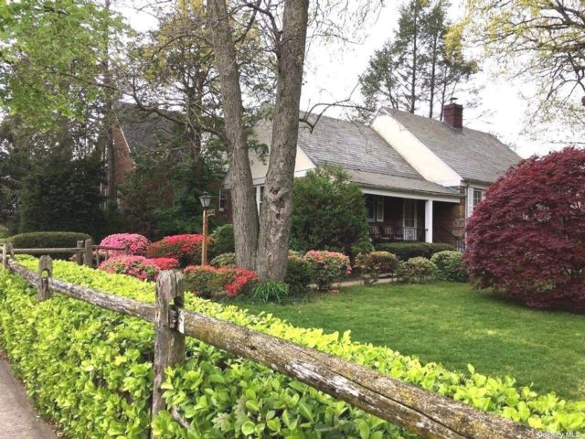 4 BR,  2.00 BTH Exp cape style home in Bayside