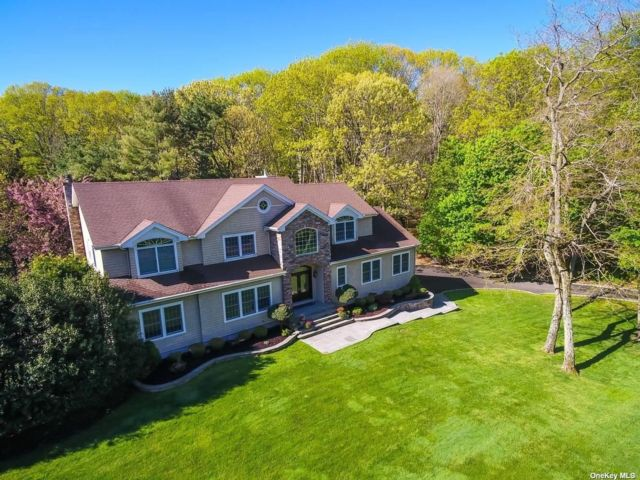 6 BR,  5.00 BTH Post modern style home in Belle Terre
