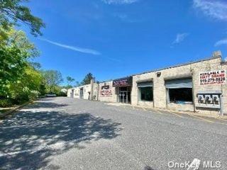 [Commack Real Estate, listing number 3184275]