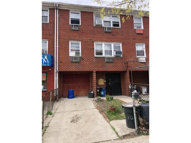 7 BR,  5.00 BTH Apartment style home in Flushing