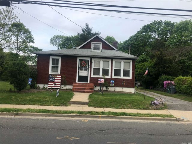 2 BR,  1.00 BTH Cottage style home in Merrick