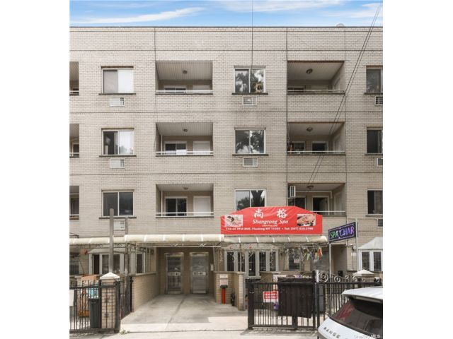3 BR,  3.00 BTH Mixed use style home in Flushing