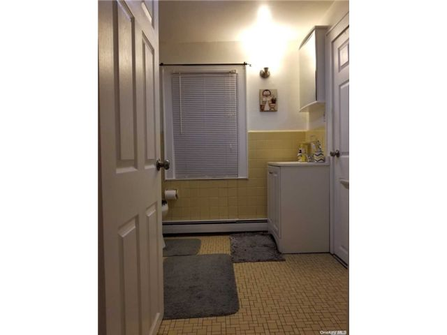 1 BR,  1.00 BTH Townhouse style home in Valley Stream