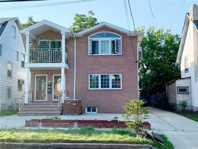 3 BR,  2.00 BTH Apt in house style home in St. Albans