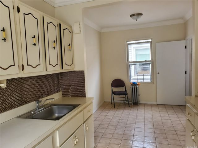 4 BR,  1.00 BTH Colonial style home in Flushing