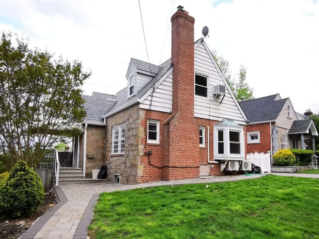 4 BR,  3.00 BTH Ranch style home in Queens Village