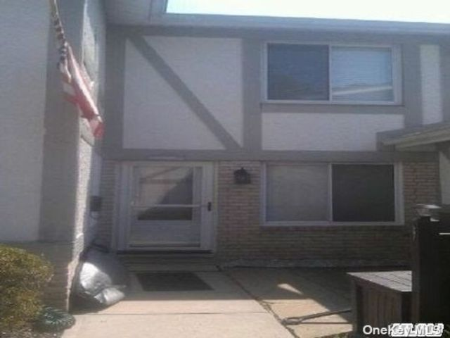 3 BR,  2.00 BTH Townhouse style home in Medford