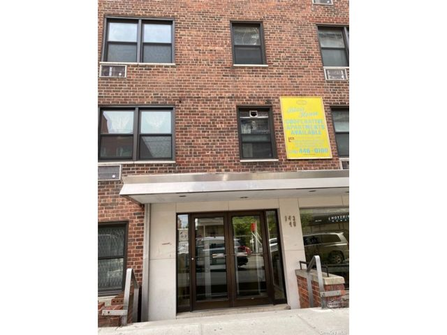 1 BR,  1.00 BTH High rise style home in Flushing
