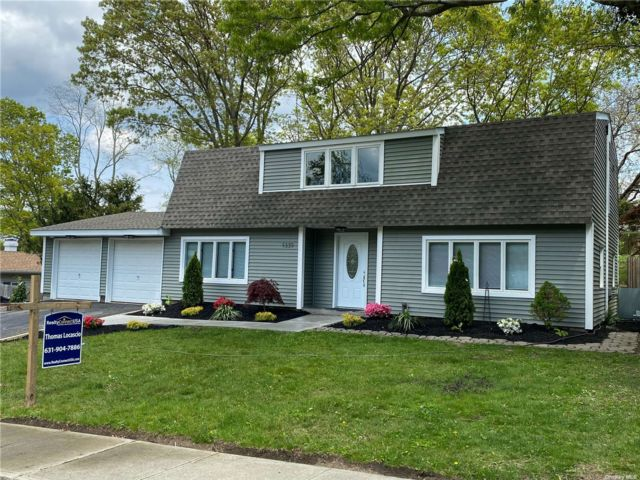 4 BR,  2.00 BTH Colonial style home in Farmingville