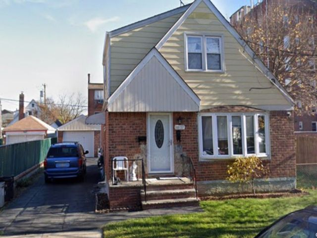 4 BR,  3.00 BTH  Cape style home in Queens Village