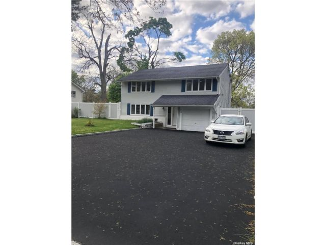 4 BR,  2.00 BTH Colonial style home in Central Islip