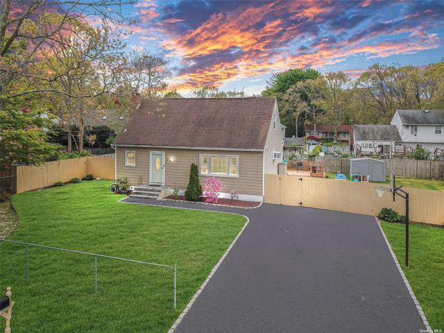 3 BR,  2.00 BTH Exp cape style home in Shirley