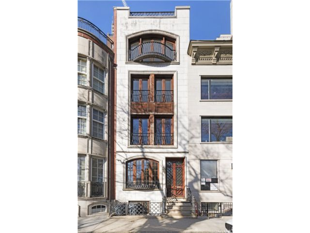 4 BR,  5.00 BTH Townhouse style home in New York