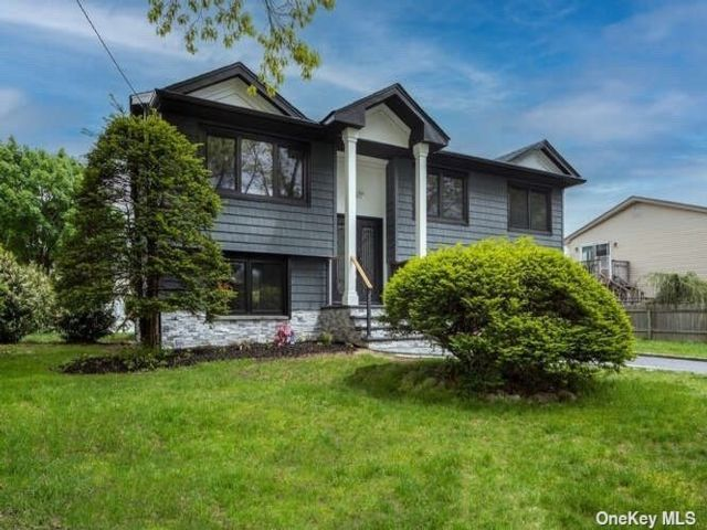 5 BR,  2.00 BTH Hi ranch style home in West Islip