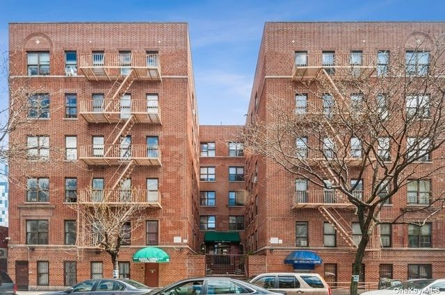 [New York Real Estate, listing number 3184677]