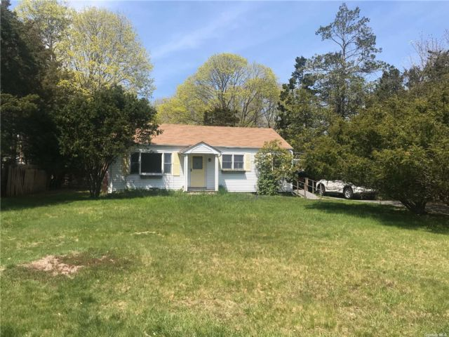 2 BR,  2.00 BTH  Ranch style home in Hampton Bays