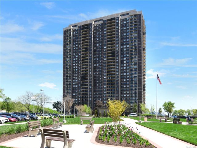 2 BR,  3.00 BTH High rise style home in Floral Park