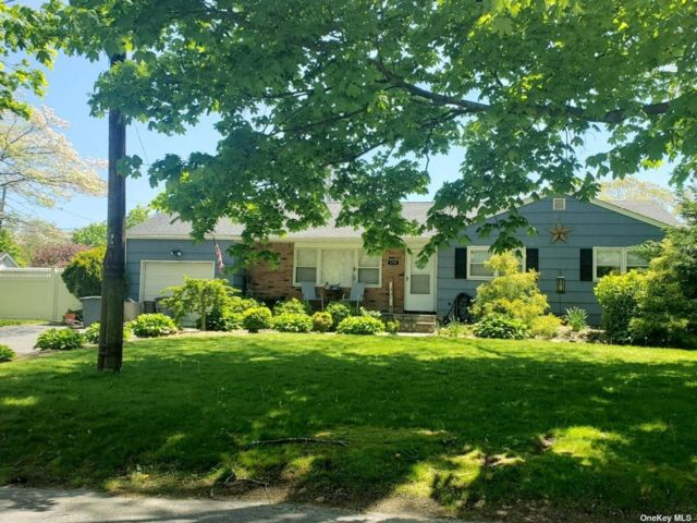 4 BR,  3.00 BTH  Ranch style home in East Patchogue