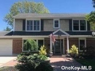 3 BR,  3.00 BTH  Split level style home in Bellmore