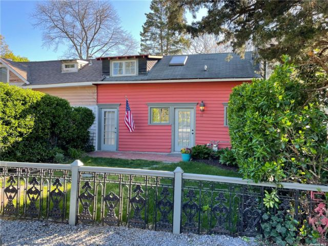 1 BR,  1.00 BTH Hist style home in Oakdale