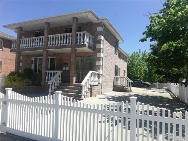 4 BR,  2.00 BTH Apt in house style home in Fresh Meadows