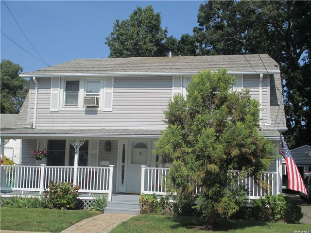 3 BR,  1.00 BTH Colonial style home in North Merrick